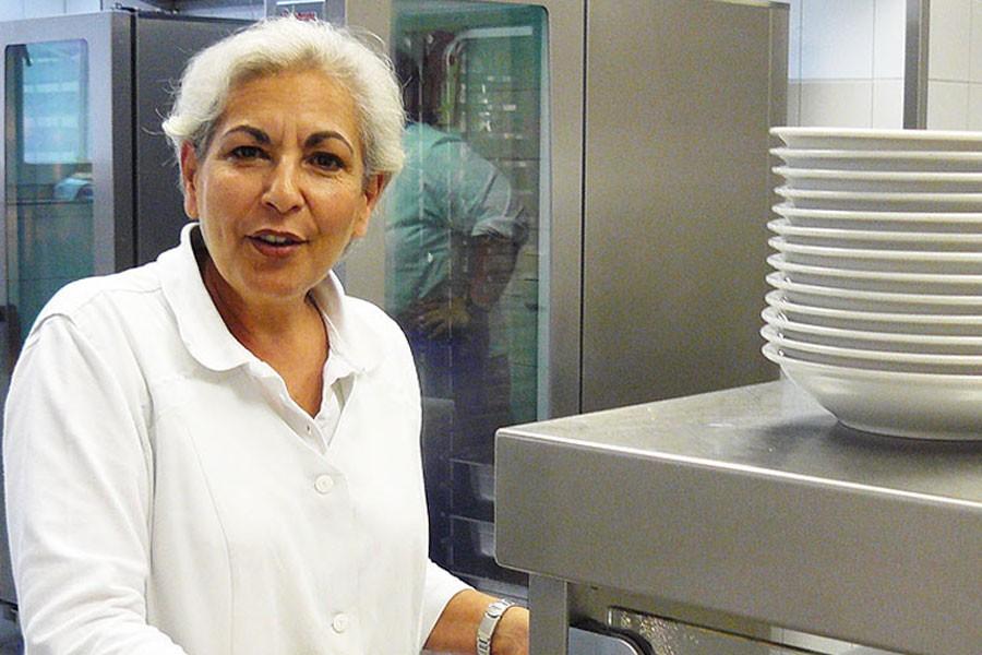Shula Meron, die Leiterin der Mensa